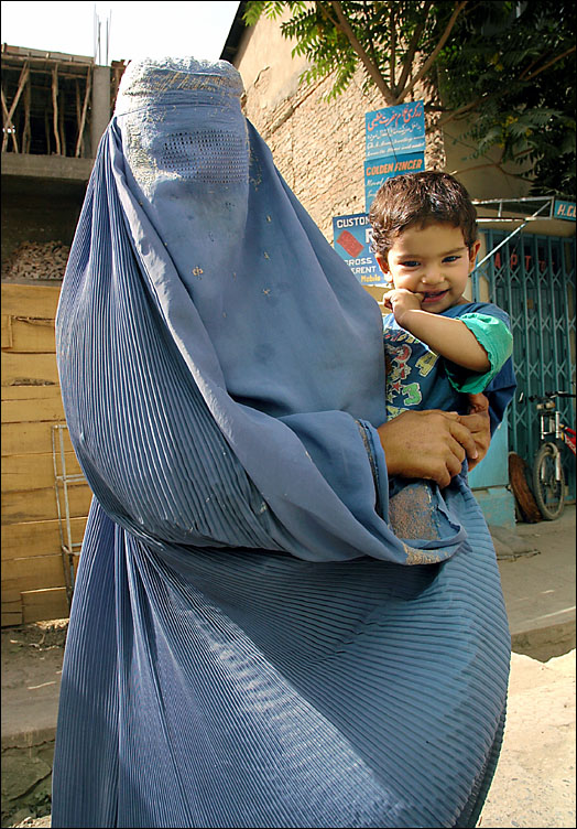 mother_in_burka.jpg
