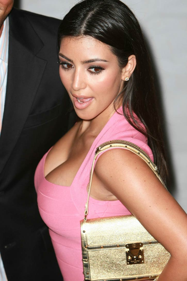 kim-kardashian-boobs.jpg